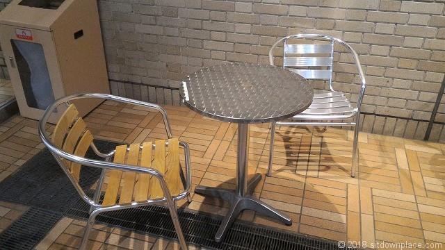 ラムラ2F ドトール付近のテーブル席
