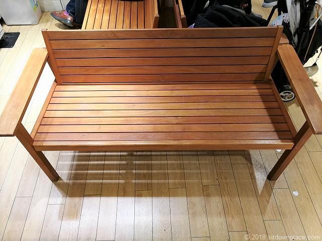 池袋マルイ5Fレストスペースのベンチ