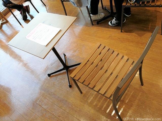 池袋マルイ1Fパブリックスペースのテーブル席