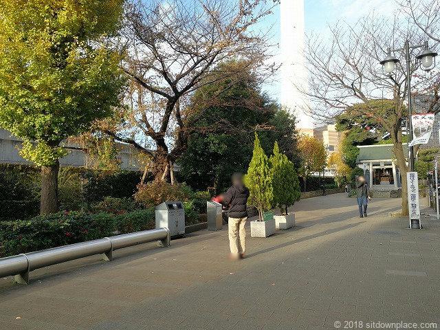 池袋駅前公園の喫煙所