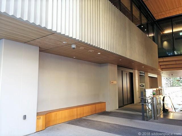 渋谷キャスト 青山通り側の休憩所