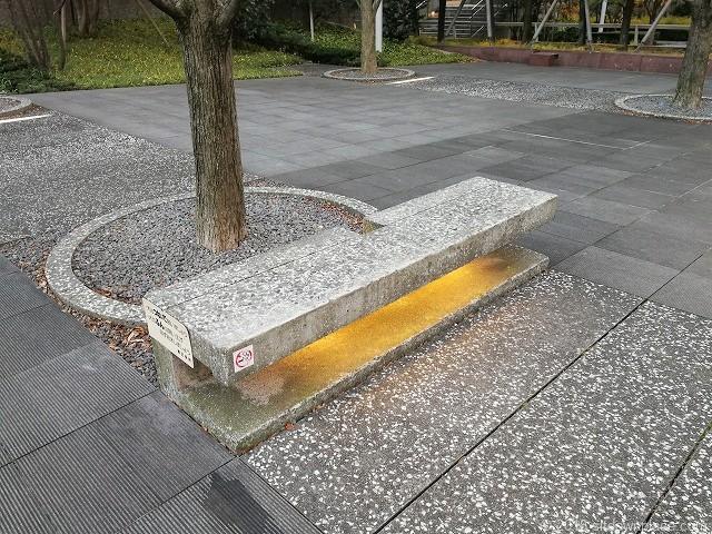 汐の公園品川セントラルガーデンの石材ベンチ