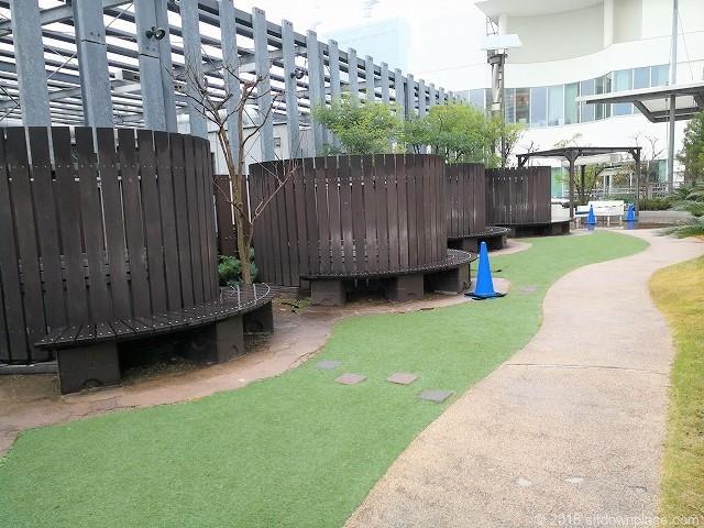 ベイクォーター6Fベイガーデンの芝生エリア