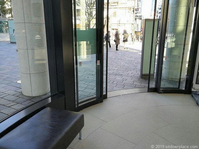 赤坂Bizタワーショッピングフロア1Fの出入口