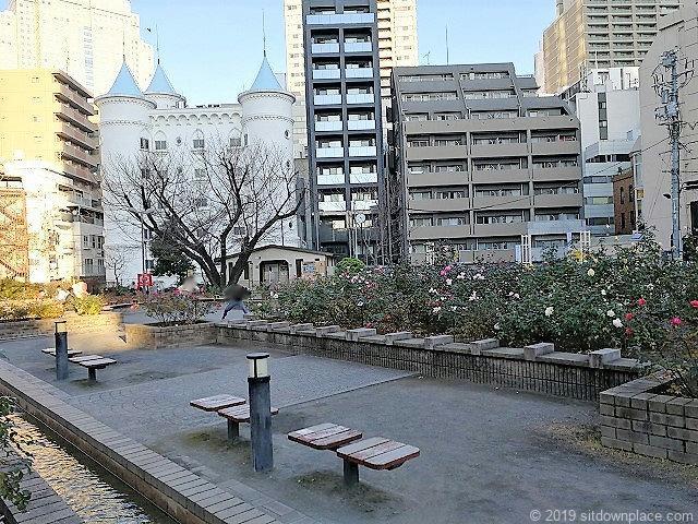 赤坂氷川公園のベンチ