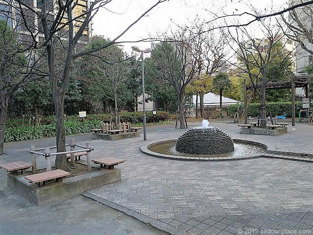 赤坂氷川公園の噴水と水路