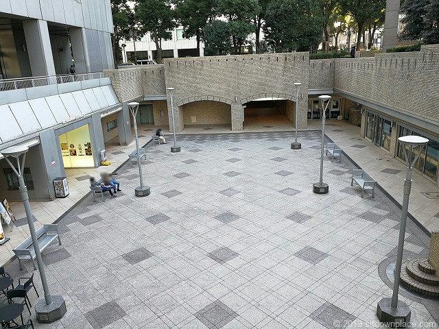 国際新赤坂ビル東館のスタバ前リフレッシュ広場