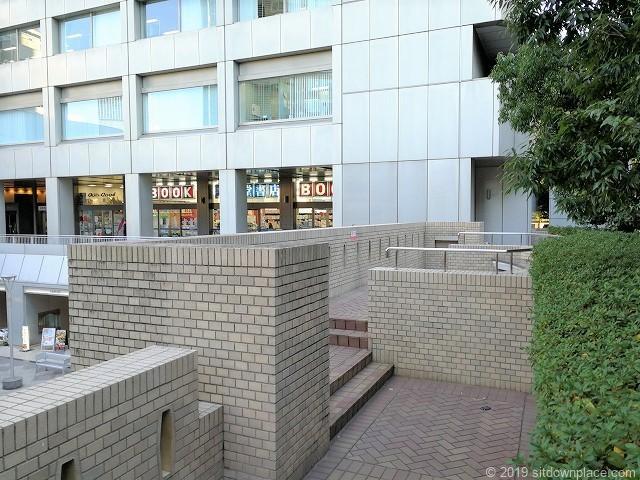 国際新赤坂ビル1Fのアプローチ