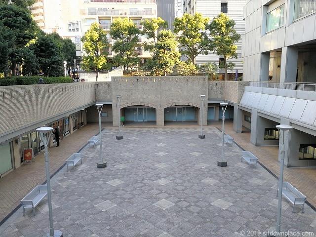 国際新赤坂ビル西館リフレッシュ広場の景観