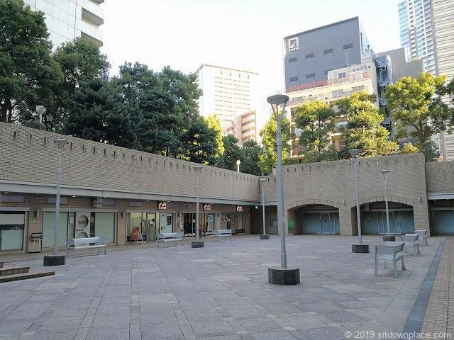 国際新赤坂ビル西館リフレッシュ広場からの景観