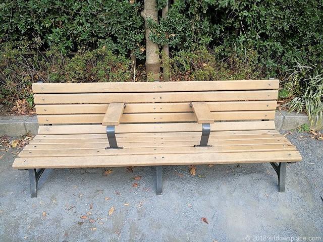 芳林公園のベンチ