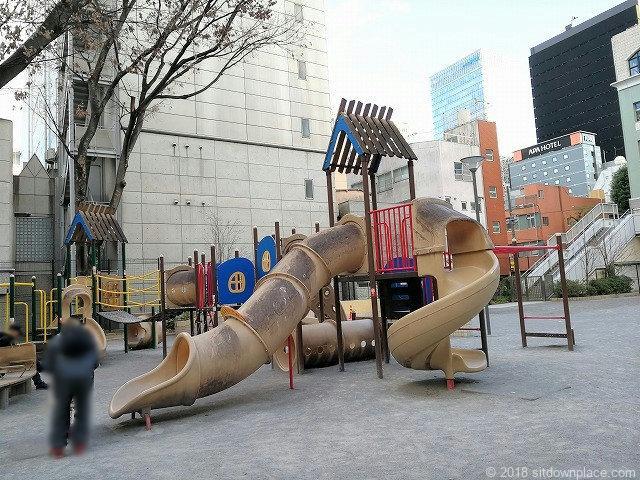 芳林公園のすべり台遊具