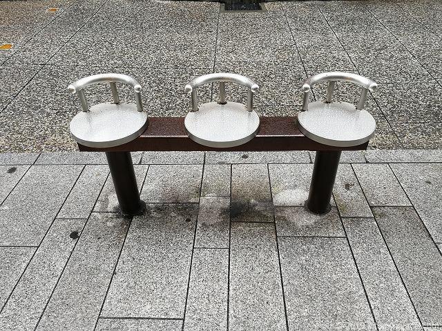 石川商店街アイキャナルストリートの3人掛けベンチ