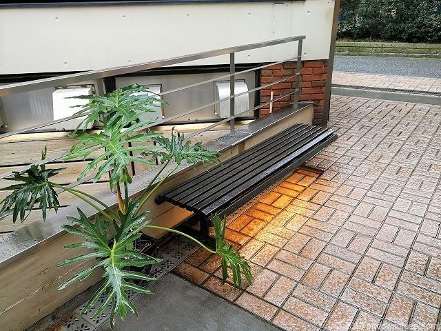 元町パセオのベンチ