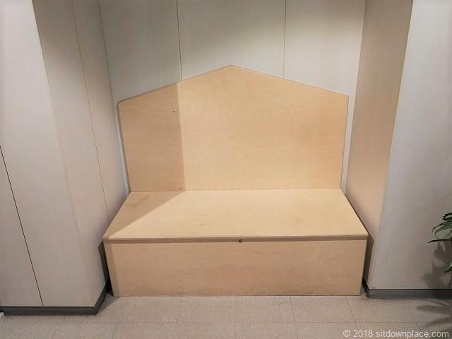 元町・中華街駅アメリカ山公園3Fの木製ベンチ