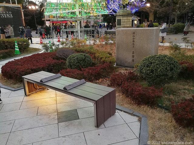 上野恩賜公園西郷隆盛の像付近のベンチ