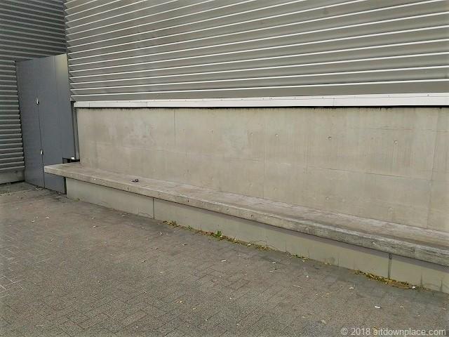 さくらテラスのコンクリートベンチ