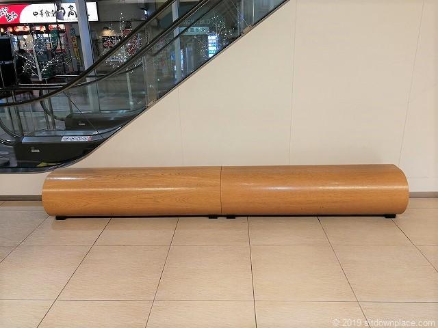 千葉EXビル1Fのベンチ正面