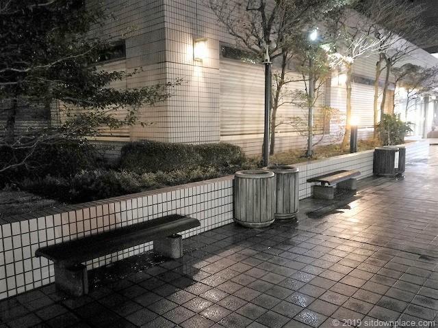 千葉駅センシティータワー4F屋外テラスベンチ