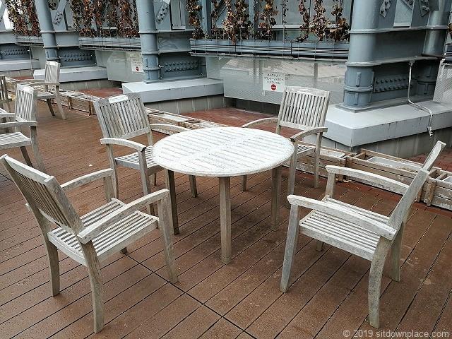 吉祥寺キラリナテラスのテーブル席