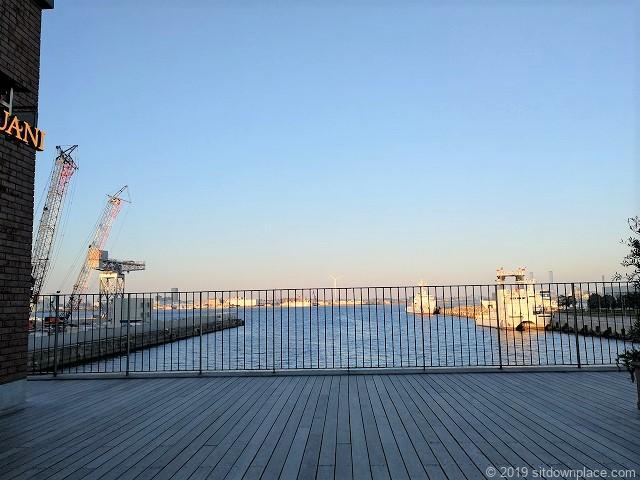 マリンアンドウォーク2Fのチェアからの景観