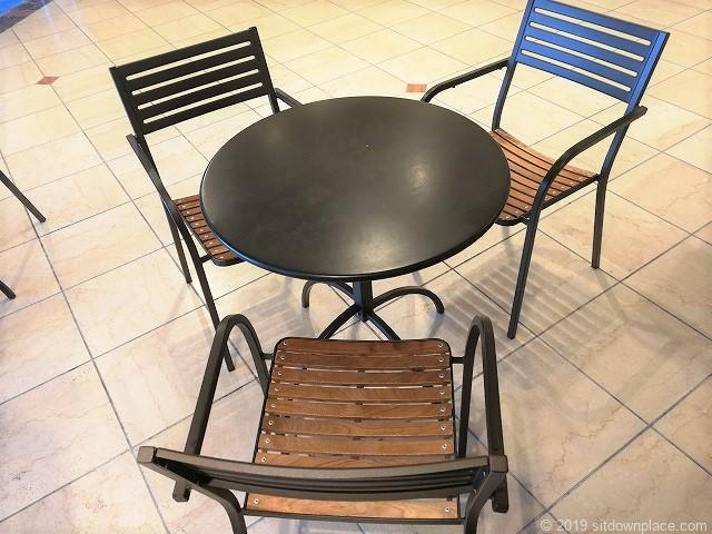桜木町クロスゲート2Fのテーブルデザイン
