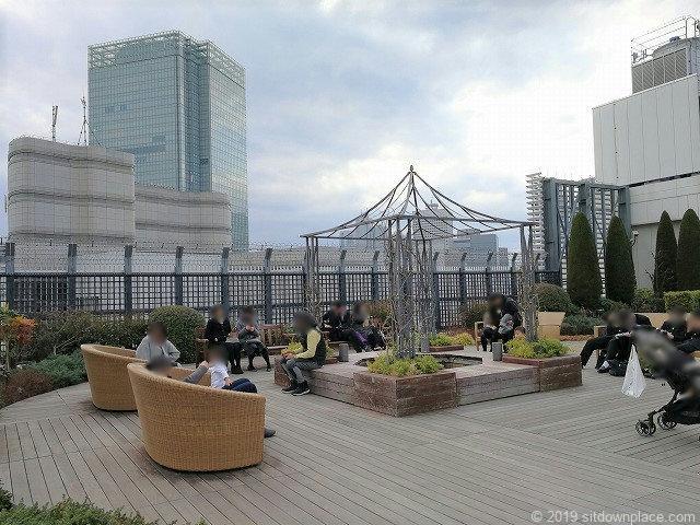 新宿マルイ本館Q-COURTの早春の庭