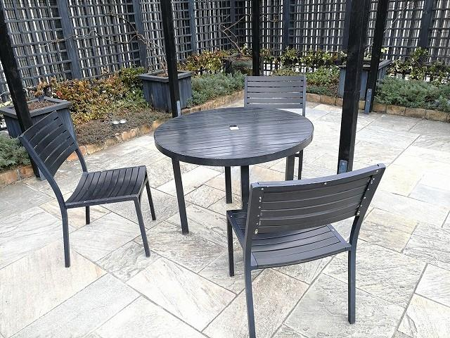 新宿マルイ本館Q-COURTの実りの庭のテーブル席