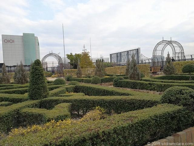 新宿マルイ本館Q-COURTの薔薇の園の整形庭園
