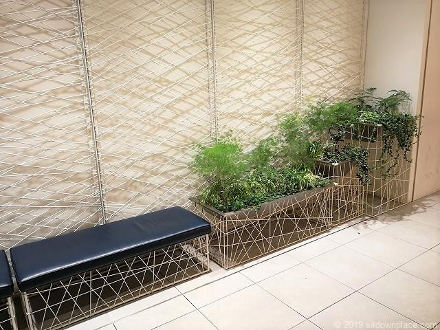 新宿マルイ本館化粧室前の休憩所