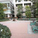 【田町駅】グランパーク広場の休憩場所