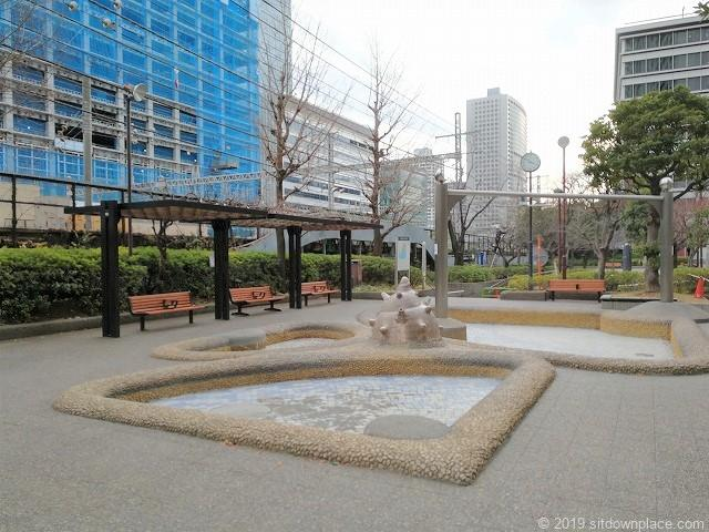 本芝公園のパーゴラと水の広場