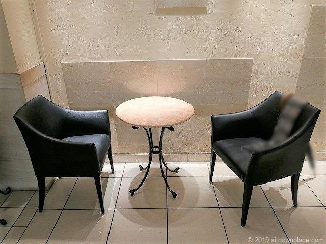 高島屋8Fの2人掛けテーブル席