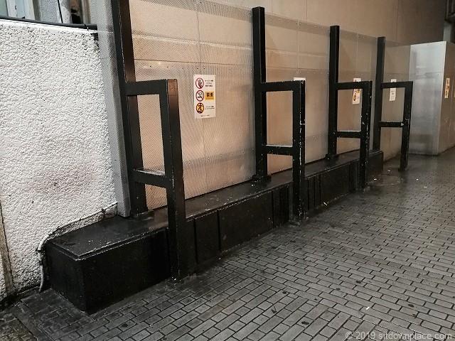 横浜ビブレ横のベンチ