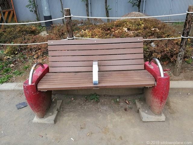 代々木みどり公園のベンチ