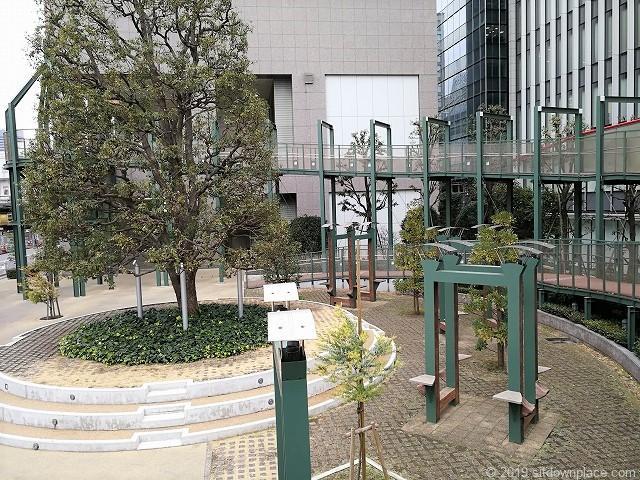 高島屋タイムズスクエア横の螺旋状のデッキ