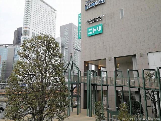 高島屋タイムズスクエア横の広場からの景観