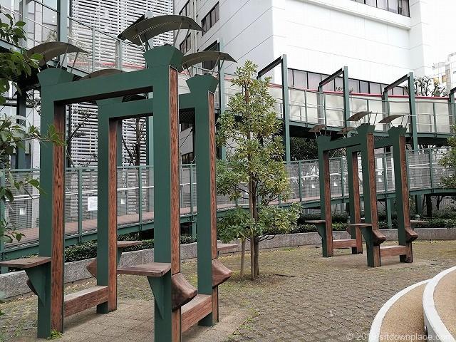 高島屋タイムズスクエア横の広場のオブジェ