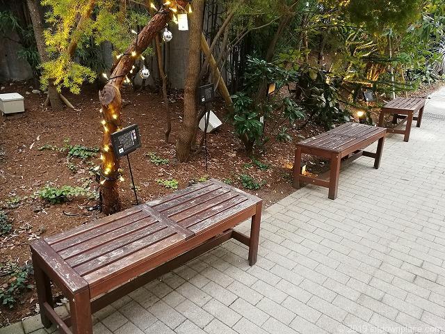 代々木ビレッジbykurkkuのガーデンのベンチ