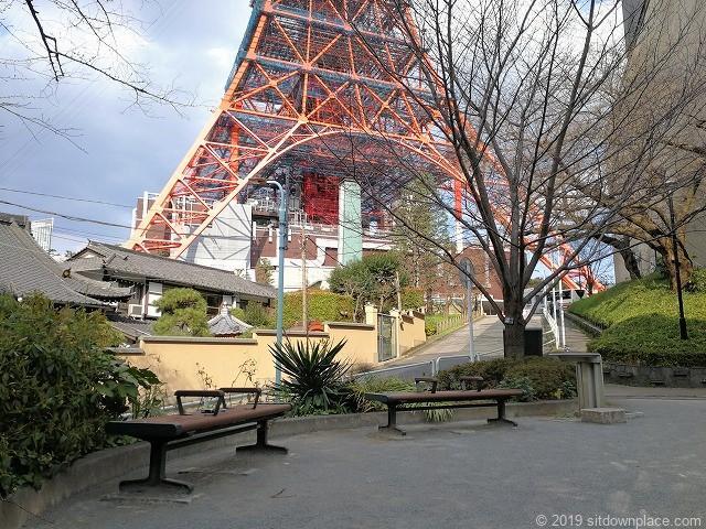 東麻布児童遊園の休憩スペース