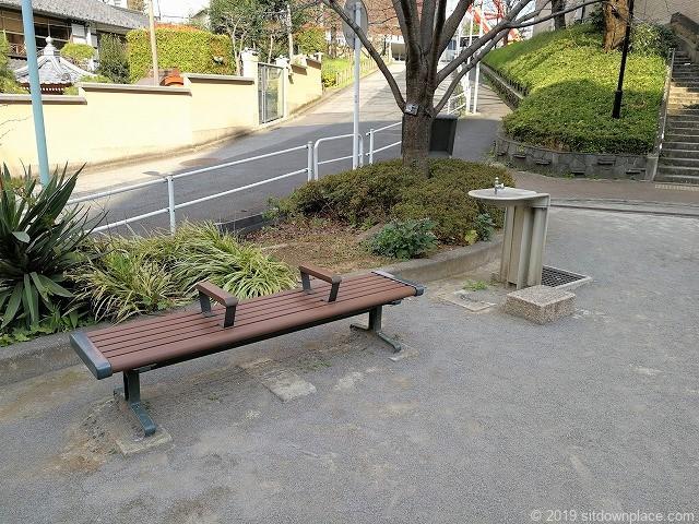 東麻布児童遊園のベンチ