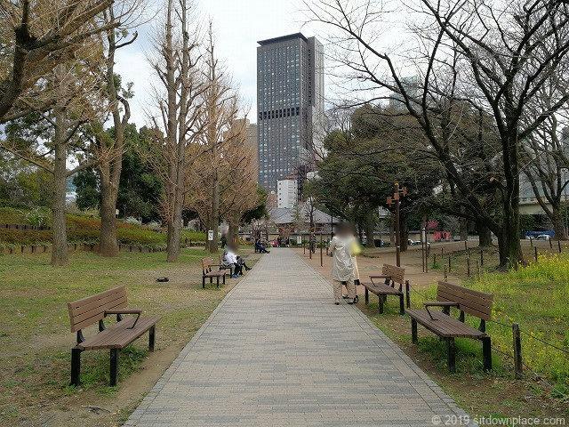 芝公園体力測定健康歩道の休憩スペース