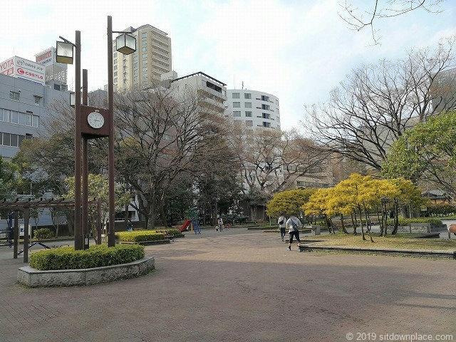 芝公園18号地の広場と時計塔