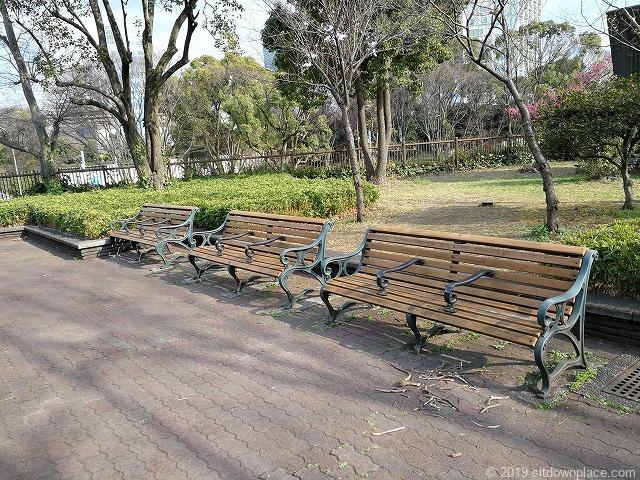 芝公園18号地の広場の休憩スペース