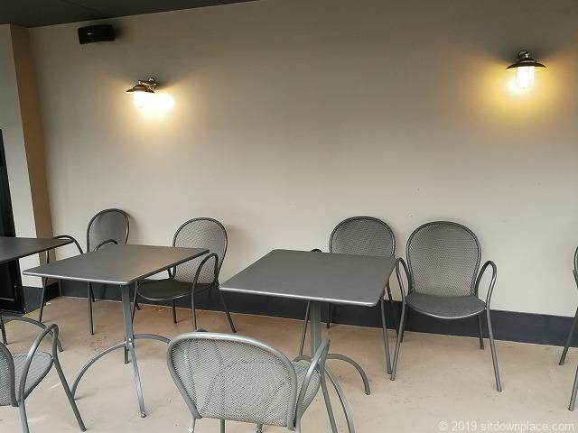銀座松屋屋上広場のテーブル席