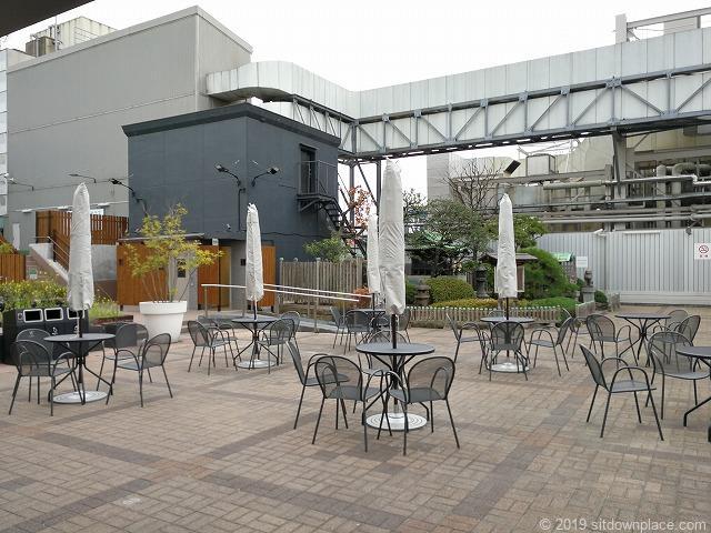 銀座松屋屋上広場のテーブルチェア