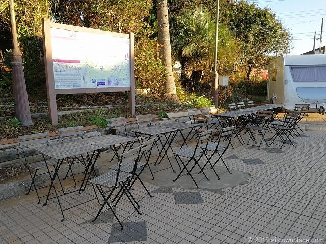 犬吠駅前広場のテーブル席