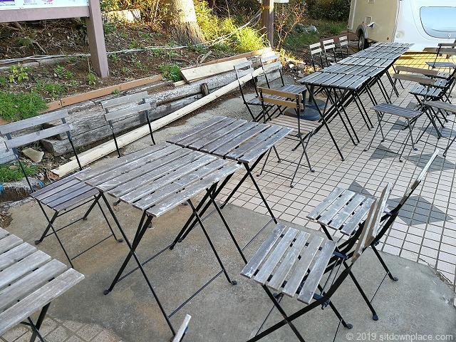 犬吠駅前広場のテーブル席詳細