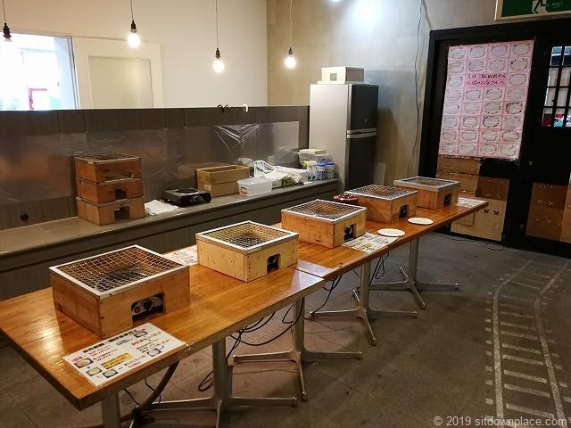 犬吠駅のぬれ煎餅焼き体験の様子