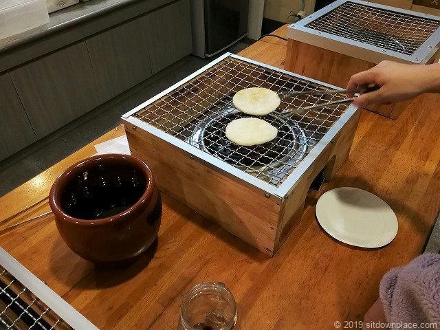 犬吠駅のぬれ煎餅焼き体験